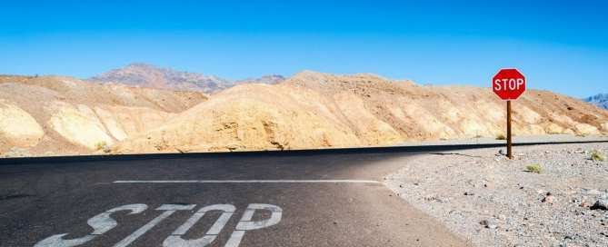 znak stop na doroge v pustyne 669x272 - Нужно ли SEO вашему проекту? 15+ случаев, когда SEO не подойдет для вашего проекта